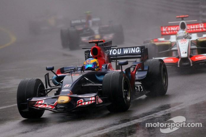 En 2008, el italiano salió y su lugar lo ocupó Sebastien Bourdais, junto a Vettel.