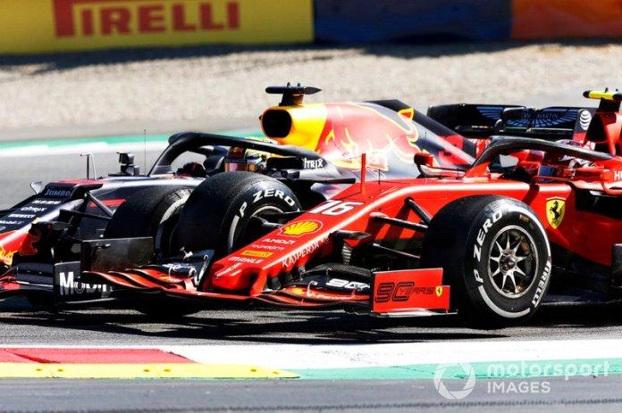 Max Verstappen, Red Bull, y Charles Leclerc, Ferrari, pelean en Austria.