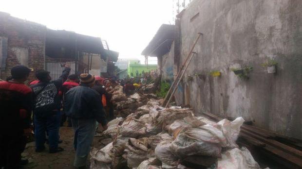 Dinding Apartemen di Jalan Karapitan Ambruk Timpa Bocah Ketika Hujan Deras