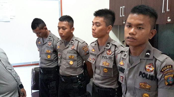 6 Polisi Jual Kunci Jawaban Kepada Calon Siswa Brigadir Polri - polisi-diamankan_20160612_180138.jpg