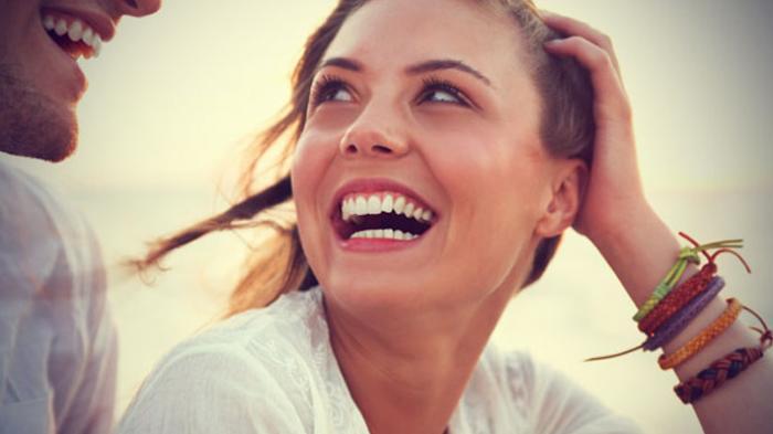 wanita murah senyum