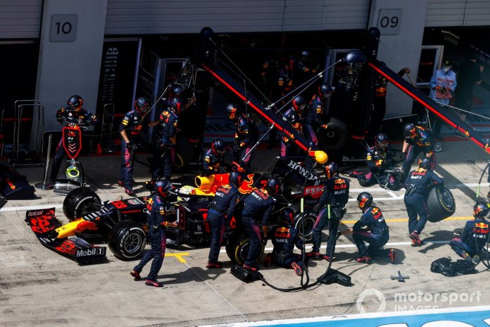 Max Verstappen, Red Bull Racing RB16B, makes a pit stop
