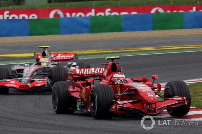 Kimi Raikkonen, Ferrari F2007 ve Lewis Hamilton, McLaren MP4/22