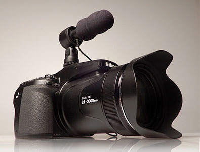 Photo of the COOLPIX P1000 with the ME-1 stereo microphone on the hot-shoe
