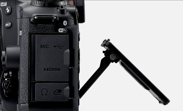 photo of the D7500 with the tilting touchscreen, shot from the side