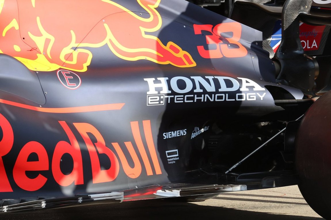 Red Bull Racing RB16B detail of the new bottom with flow conveyor
