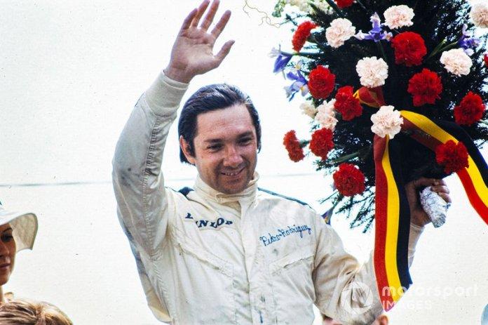 Podio: el ganador de la carrera Pedro Rodríguez, BRM