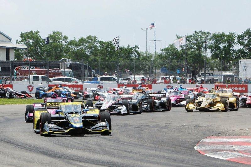 Colton Herta, Andretti Autosport Honda takes the lead at the start