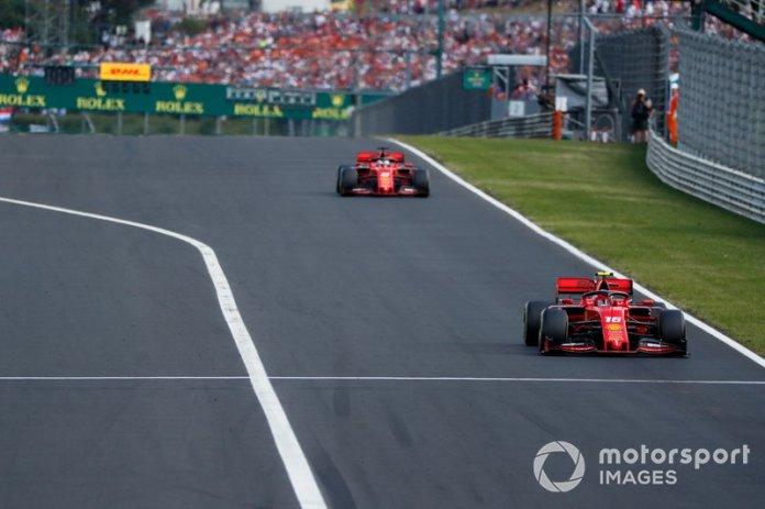 Charles Leclerc, Ferrari SF90 lidera Sebastian Vettel, Ferrari SF90