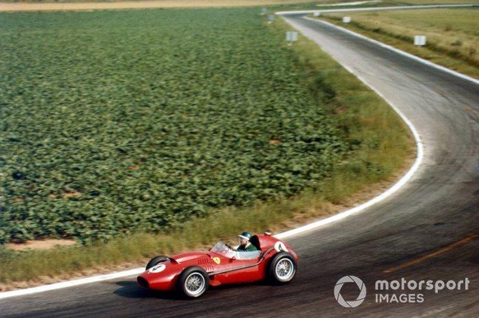 MIke Hawthorn camino de la única victoria que consiguió en 1958. En Reims con motivo del GP de Francia.