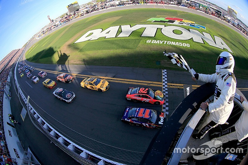 Hamiln supera Truex Jr. por 0s010 e vence Daytona 500