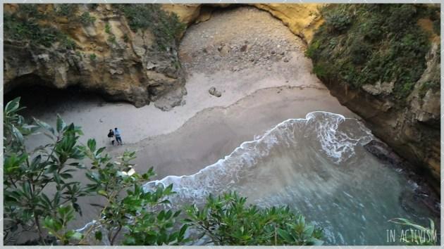 波の浸食でできた洞窟