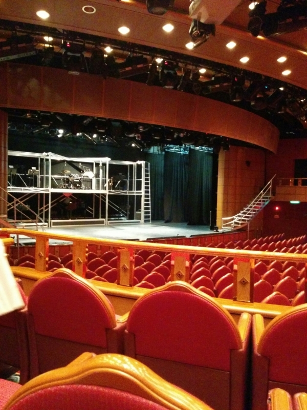 ダイヤモンドプリンセスの劇場の舞台