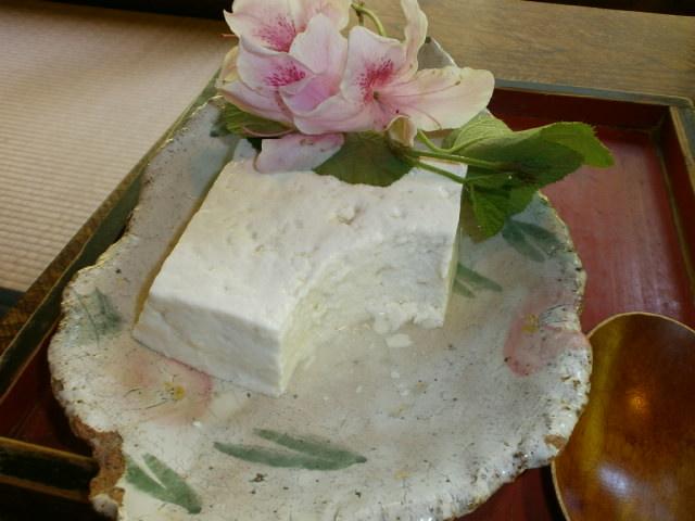 やまと旅館の「わらび」の自家製豆腐