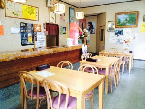 糸島・芥屋海水浴場近くの食事処なぎさの店内