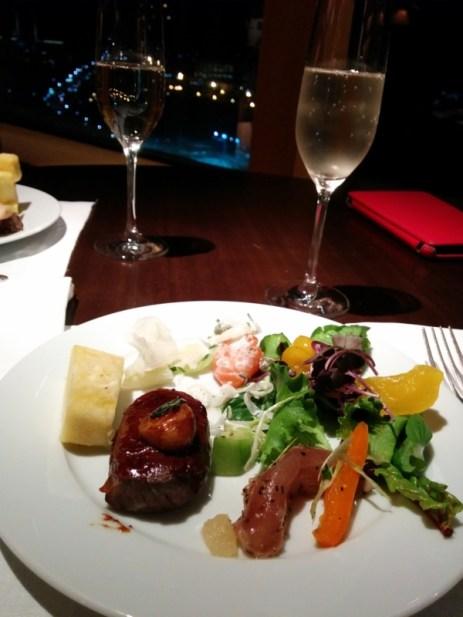 新羅ホテルのエグゼクティブラウンジの食事