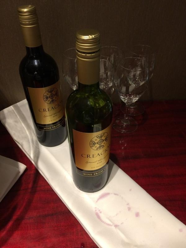東京マリオットホテルのエグゼクティブ・ラウンジの赤ワイン