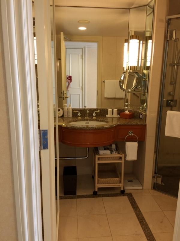 名古屋マリオットホテルの客室の洗面台