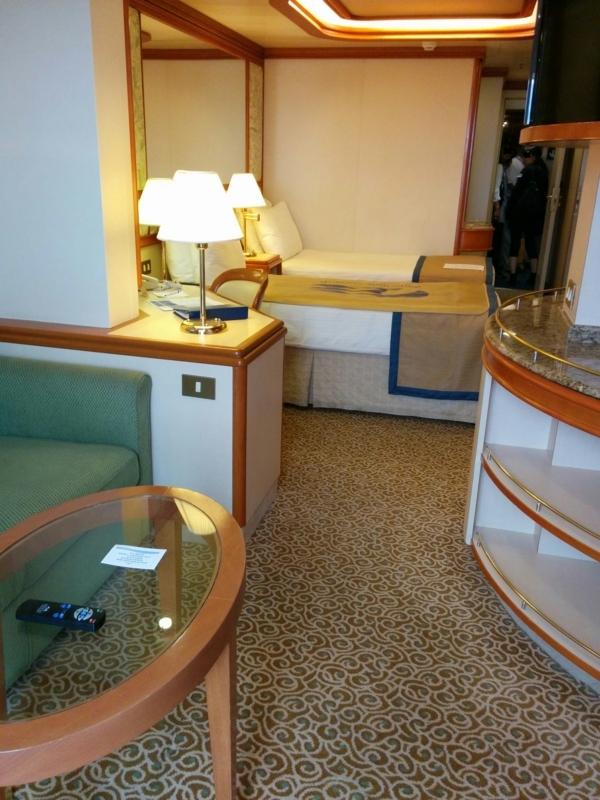 ダイヤモンドプリンセスのスイートルームの寝室