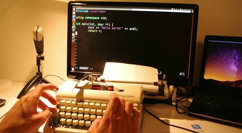 Programando en C con VIM usando una máquina de escribir