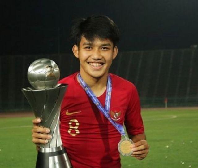 Pesepak Bola Indonesia Gabung Klub Eropa Terbaru Witan Sulaima