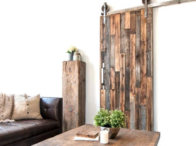 porte coulissante en planches de bois