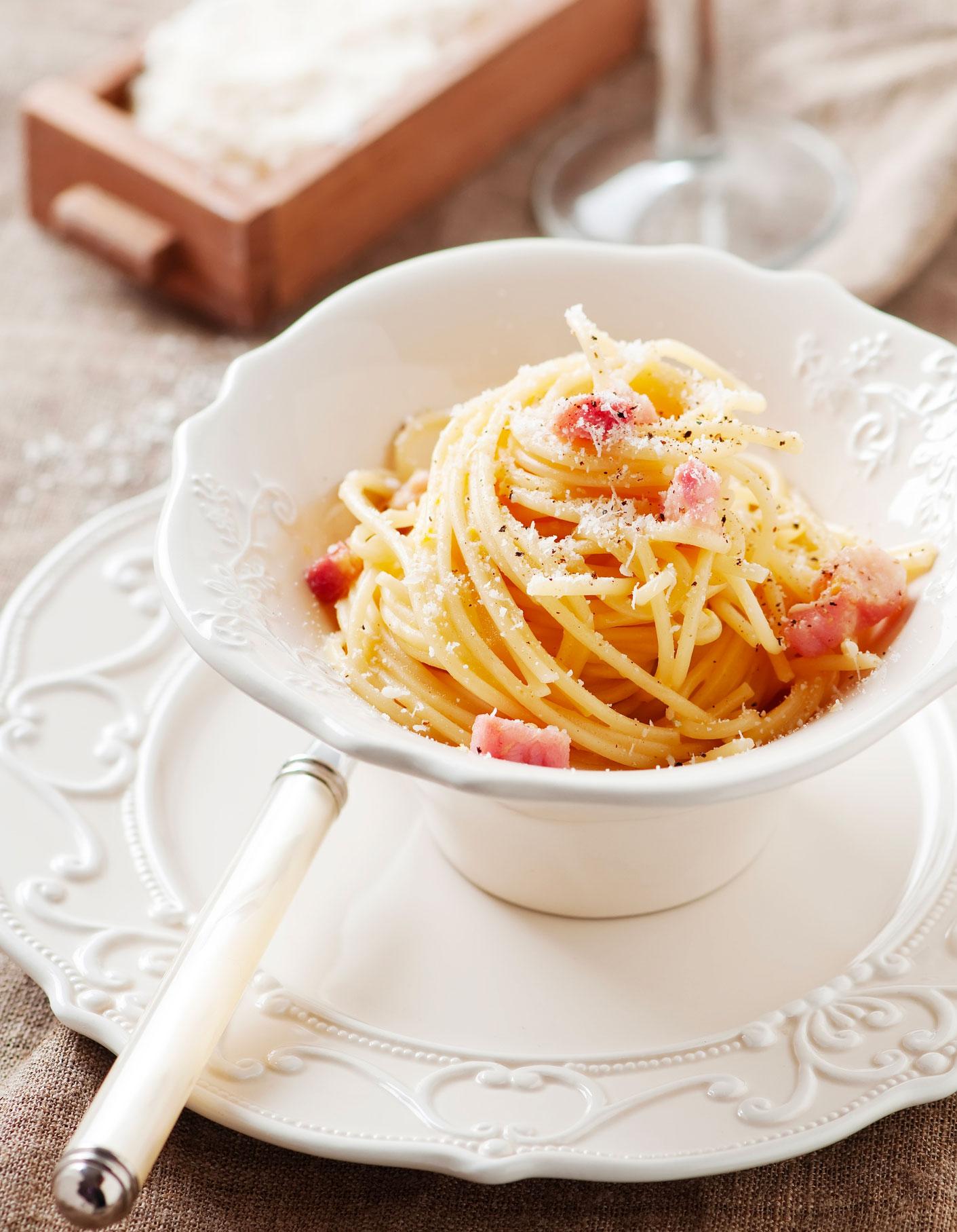 spaghetti a la carbonara thermomix pour 4 personnes recettes elle a table