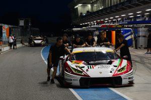 予選後の車検不通過となったマネパ ランボルギーニ GT3とGAINER TANAX triple a GT-R