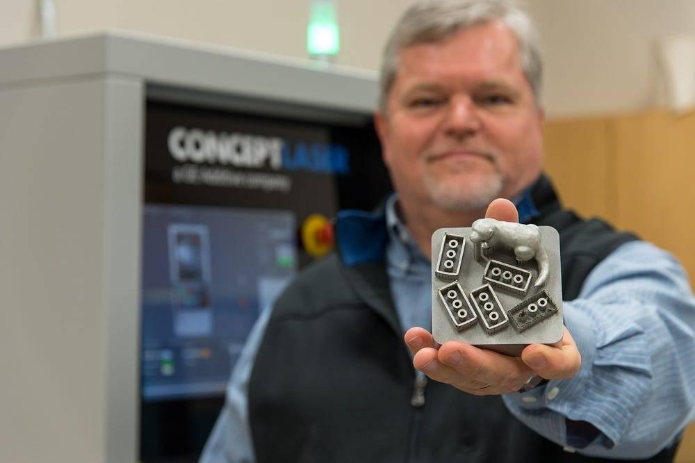 Programa de Manufatura Aditiva da GE, projeto que fornece impressoras 3D para escolas a fim de acelerar o uso da tecnologia no mundo