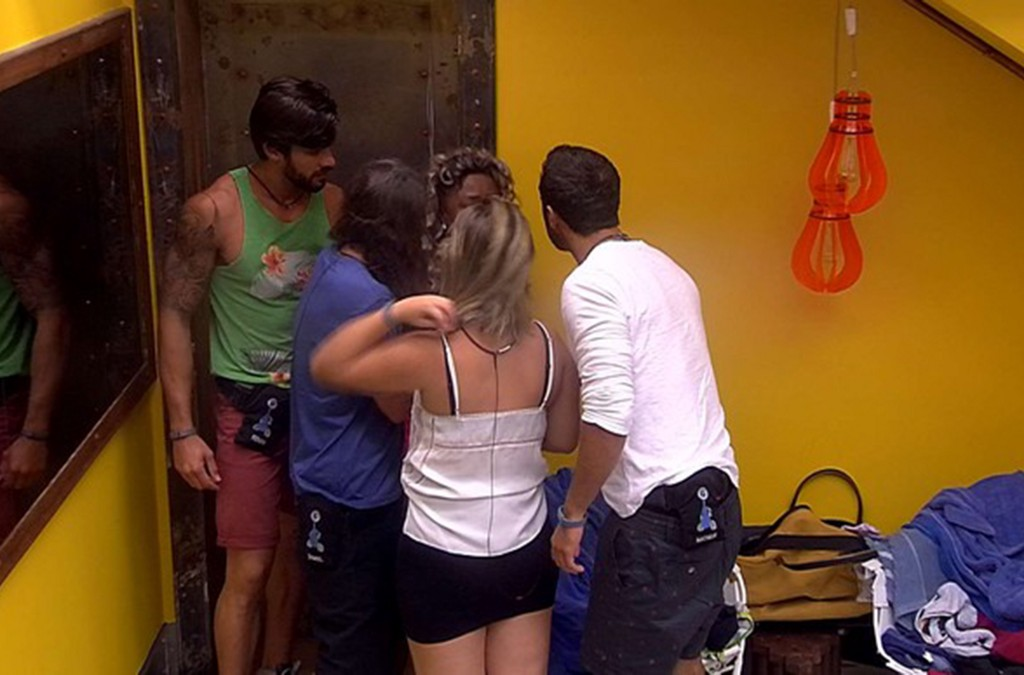 adelia saindo do bb16