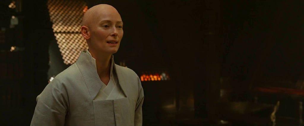 Tilda Swinton em Doutor Estranho (2016)