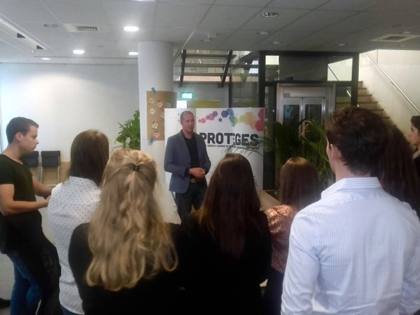 Edwin Klesman pitching Proteges at Qeske Maastricht