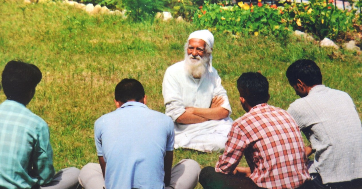 Sunderlal Bahuguna, a pivotal figure of the Chipko movement and environmental activist in India. Bahuguna passed away recently aged 94, from complications of COVID-19. Image credit: रघुबीर सिंह, CC BY-SA 4.0 <https://creativecommons.org/licenses/by-sa/4.0>, via Wikimedia Commons