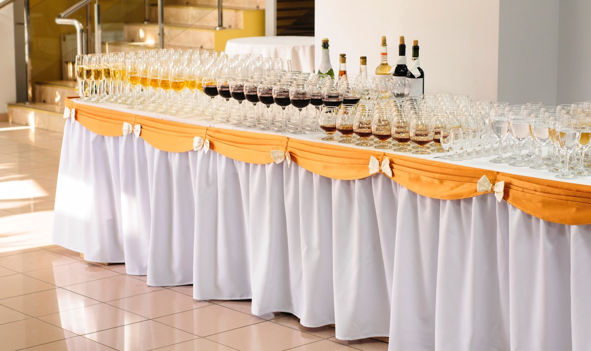 Why Linen Tablecloth And Table Skirting Should Be Used