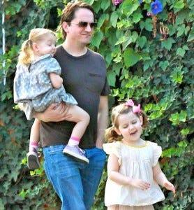 O maridão e as duas filhinhas!