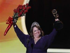 Emmy com direito a coroa e buquê de flores!