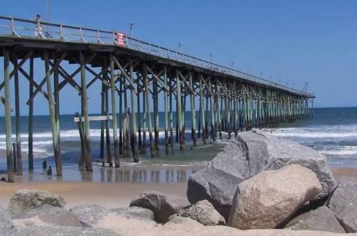 Carolina Beach serve de locações para Revenge, e esteve na abertura de Dawson's Creek