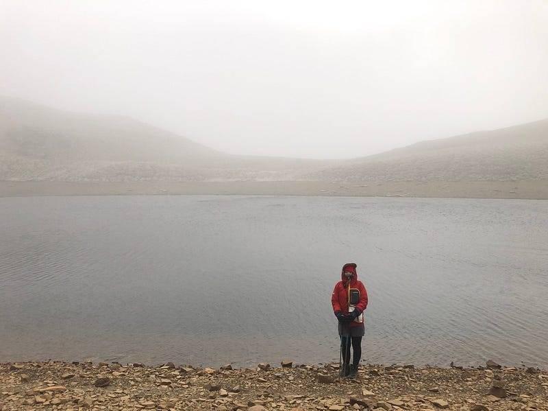 霧濛濛的嘉明湖