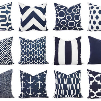 Use 3 Euro Pillows In The Very Back Then 2 Queen Or King Standard Shams Next Row One Smaller Decorative Pillow