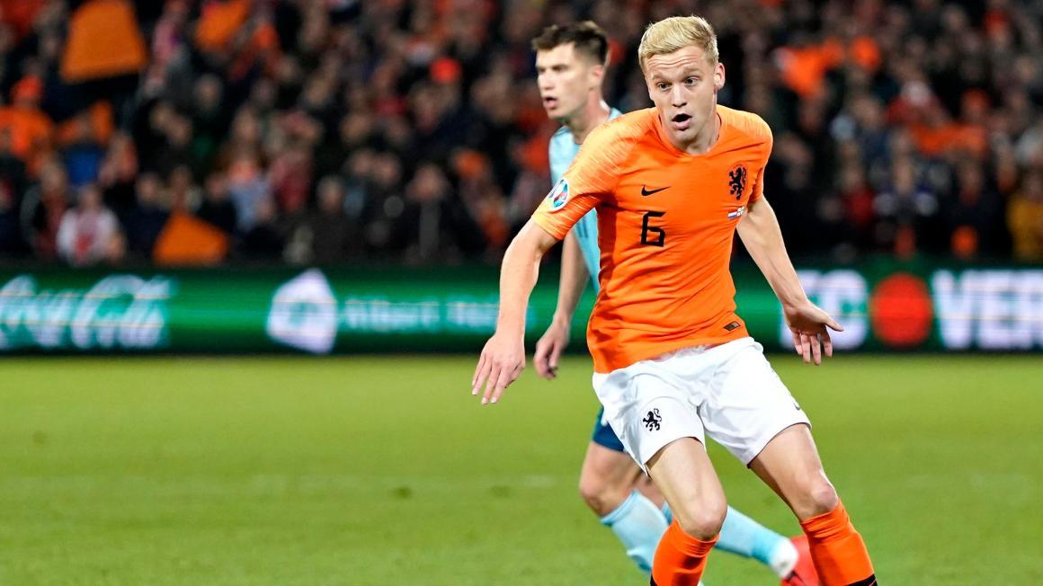 Donny van de Beek traint weer mee met Oranje   Voetbal   Telegraaf.nl