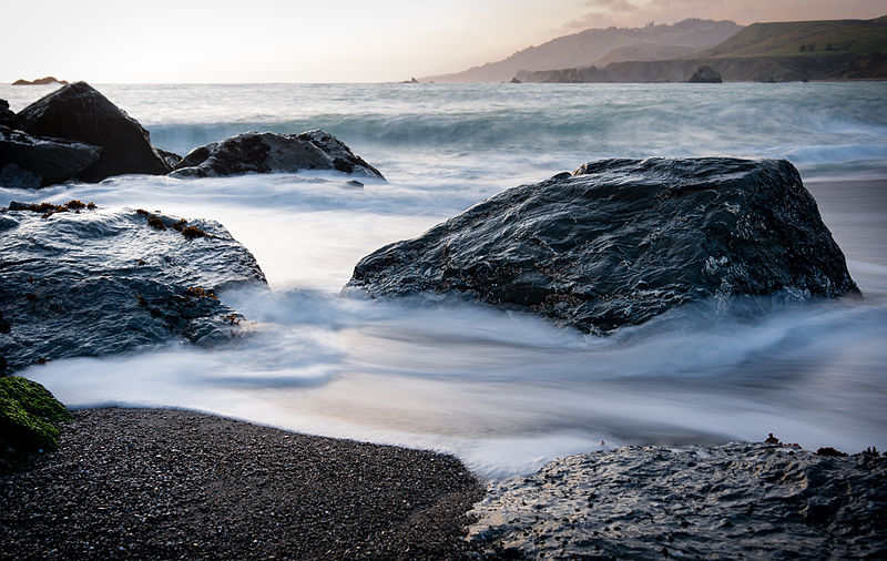 800px-Rocks_and_surf_on_Goat_Rock_Beach