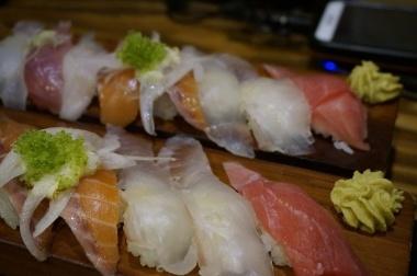 tuna sushi healthy