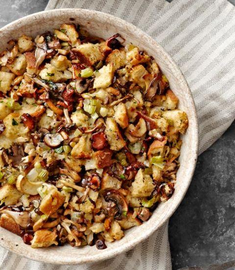 54eb13488b9d7_-_sgiving-recipes-sourdough-mushroom-stuffing-1112-afnxzi-xln