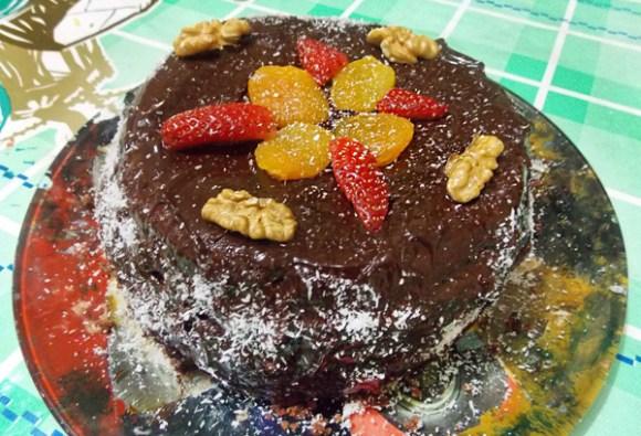 bolo-vegano-chocolate-morango-damasco-leite-de-soja