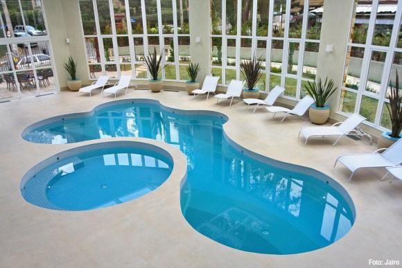 piscina-hotel-campos-do-jordao-ideal-para-famílias-crianças-playground-brinquedoteca-lazer-serra