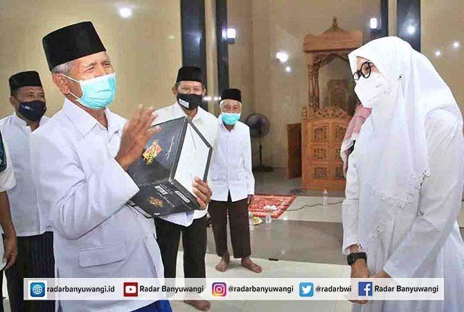 Safari Ramadan, Bupati Ipuk Tarawih Bersama DPD LDII