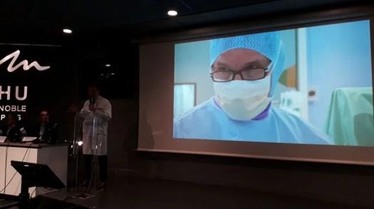 Le professeur Tonetti présente le film de l'opération - Radio France