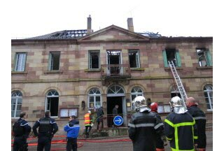 The consternation after the fire of Clairegoutte town hall