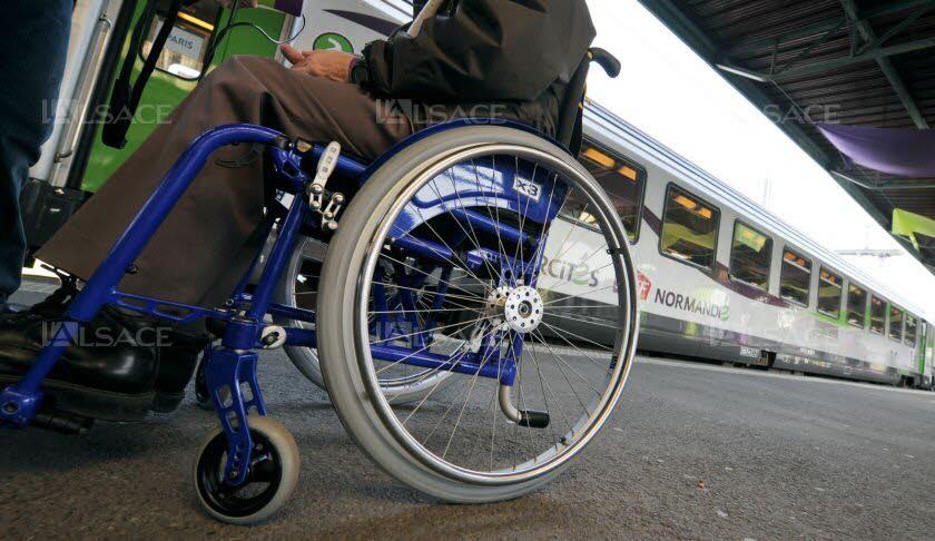 """Le service """"Accès plus"""" de la SNCF, auquel a souscrit Emmanuelle, permet aux personnes en situation de handicap d'être pris en charge gratuitement lorsqu'ils voyagent en train. Photo d'illustration AFP/MYCHELE DANIAU"""