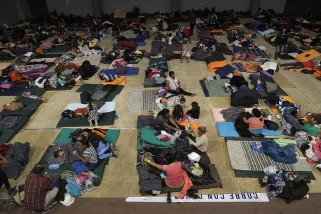 In Tijuana, migrants from Honduras are welcomed in a gymnasium. Photo John MOORE / AFP